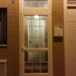 puerta abatible aluminio